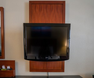 Bay Bridge Inn - Flat Screen TV